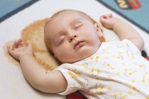 Remedios para los bebés que se mueven mucho mientras duermen